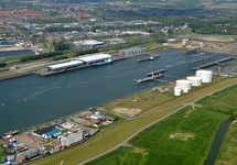 Buitenhaven van Vlissingen met de bedrijven Finsa, Vesta Terminal...