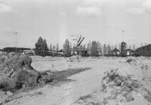 Het bouwrijp maken van een terrein aan de Noorwegenweg. Op de...