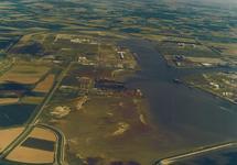 Luchtfoto van een gedeelte van het havengebied Vlissingen-Oost met...