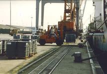 Overslagactiviteiten aan de Sloekade bij de N.V. Haven van Vlissingen.
