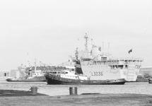 Brits marineschip L3036 Sir Percivale meert af aan de kade van de...