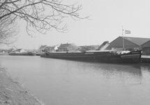 Binnenvaartschip in Zijkanaal C bij de Axelse Sassing.