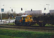 Trein nabij de overweg aan de Noorwegenweg in Terneuzen.