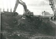 Slopen van de ruines van de voormalige staalfabriek ten behoeve van...