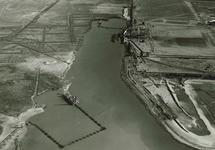 Luchtfoto baggerwerkzaamheden in de Van Cittershaven te...