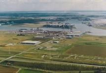 Luchtfoto van een deel van het havengebied Vlissingen-Oost, met daarop...