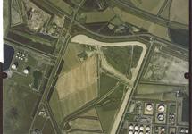Verticale luchtfoto van de voor havenuitbreiding bestemde terreinen...