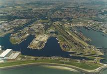 Luchtfoto Eerste en Tweede Binnenhaven te Vlissingen.