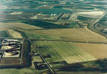 Luchtfoto van de Drie Klauwenweg en een gedeelte van Total...