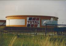 Opslagtank van de Total Raffinaderij.