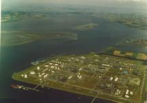 Luchtfoto Dow Chemical met Braakmanhaven en Westerschelde