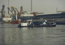 Kanaal van Gent naar Terneuzen, bunkerscheepje nabij Hydro Agri...