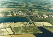 Luchtfoto van een gedeelte van de Van Cittershaven, met Total...