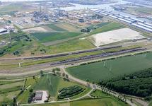 Spooremplacement langs de Europaweg Oost, op de achtergrond Zeeland...