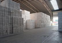 Loods met opslag van papier bij Verbrugge Terminals.