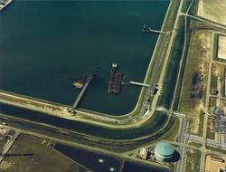 Luchtfoto steigers op het einde van de Van Cittershaven te...