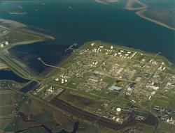 Luchtfoto Dow Chemical (Nederland) B.V. met Braakmanhaven.