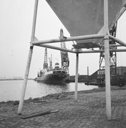 Overslag door Ovet in de Zevenaarhaven.