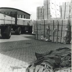 Papieroverslag bij Aug. de Meijer B.V. in de Zevenaarhaven.