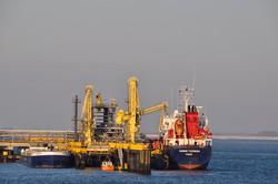Zeeschip Hanne Theresa aan de steiger bij Oiltanking in de...