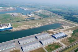 Luchtfoto van Vlissingen-Oost van de Scaldiahaven met op de voorgrond...