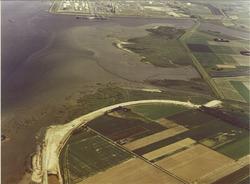 Luchtfoto Braakmanhaven en in te dijken Mosselbanken.