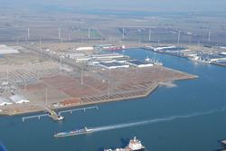 Luchtfoto opslag staalproducten aan de sloekade/bijleveldhaven.
