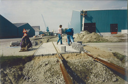 Het aanleggen van een spooraansluiting naar een nieuwe loods van...