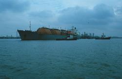 LNG tanker in de Braakmanhaven te Terneuzen.