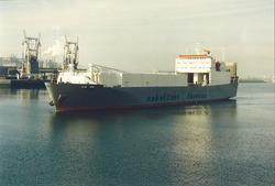 Ro-ro schip van Cobelfret Ferries in de Sloehaven.