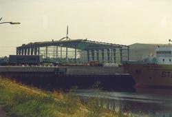 Bouw nieuwe loods in de Bijleveldhaven.