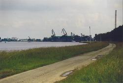 Punt van de Axelse Vlakte. Op de achtergrond Cokesfabriek ACZC.