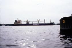 Zeeschip van rederij Scanscot met sleepboot op het kanaal bij...