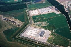 Luchtfoto Katoennatie en Vos Logistics in het Valuepark Terneuzen.