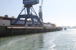 Kraan en dok bij Scheepswerf Scheldepoort.