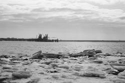 IJsschotsen in de Braakmanhaven tijdens de strenge winter van 1985.