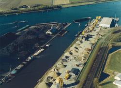 Luchtfoto Zuiderkanaalhaven.