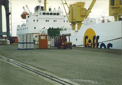 Lossen van een zeeschip, waarschijnlijk in de Bijleveldhaven.