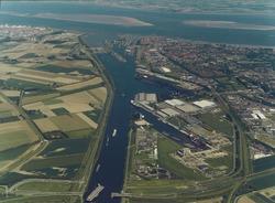Luchtfoto van het noordelijke gedeelte van het Kanaal Gent Terneuzen...