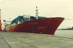 "Containerschip ""Tourcoin"" in Sloehaven."