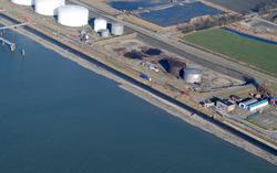 Luchtfoto van de oostzijde van de Buitenhaven te Vlissingen.