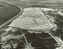 Luchtfoto braakliggend haventerrein aan de Van Cittershaven te...