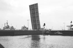 Zeesluis met open brug bij Terneuzen.