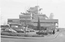 Stadhuis van Terneuzen met op de achtergrond de watertoren.