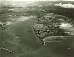 Luchtfoto havenmonding en terreinen te Vlissingen-Oost.
