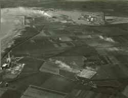 Luchtfoto gebied tussen de Van Cittershaven en de kolencentrale dat...