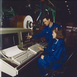 Binnen in de bedrijfsloods bij Outokumpu Steel Processing op de Axelse...