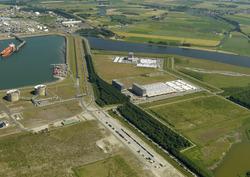 Valuepark Terneuzen, met een gedeelte van de Braakmanhaven. Op de...