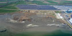Luchtfoto Vlissingen-Oost met op de achtergrond Cobelfret en rechts...