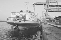 Binnenvaartschip Arabesk aan de kade bij de Cokesfabriek te Sluiskil.